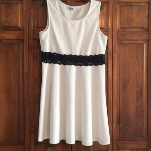 🆕🔥Easy Care White Daisy Print Dress